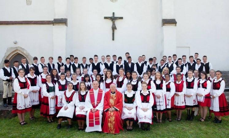 Székelykeresztúri bérmálkozók Tamás József püspökkel (2016) – Fotó: a plébánia Facebook-oldala